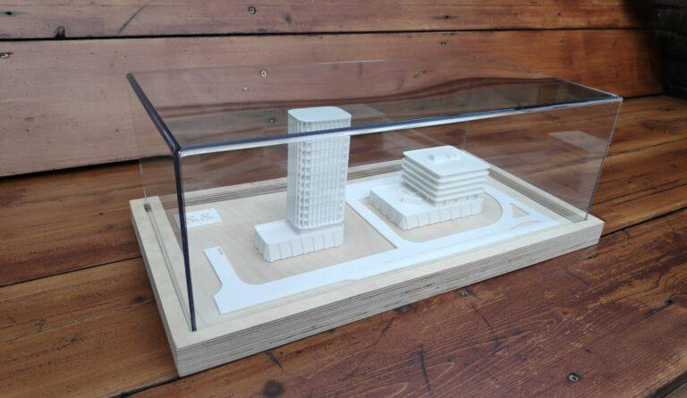 Maquette 1:200 - Multiplex sokkel en plexiglas kap